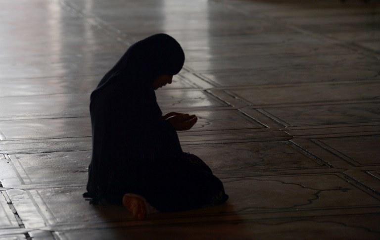 Wiele muzułmanek od losu, który zgotowały im własne rodziny, woli śmierć /AFP