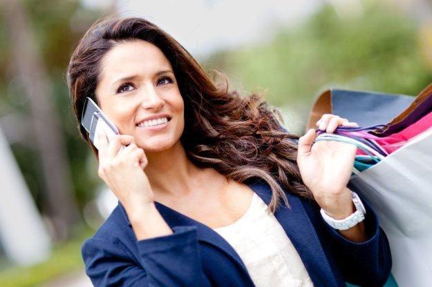 Wiele osób nie wyobraża już sobie życia bez telefonu komórkowego /123RF/PICSEL