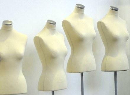 Wiele sklepów zarówno luksusowych jak i tych sprzedających odzież z masowej produkcji, zostało zamkn /AFP