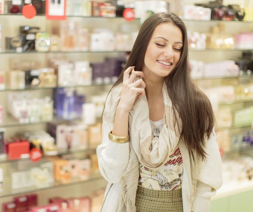 Wiele zależy od miejsca, w którym zaaplikujemy perfumy /©123RF/PICSEL