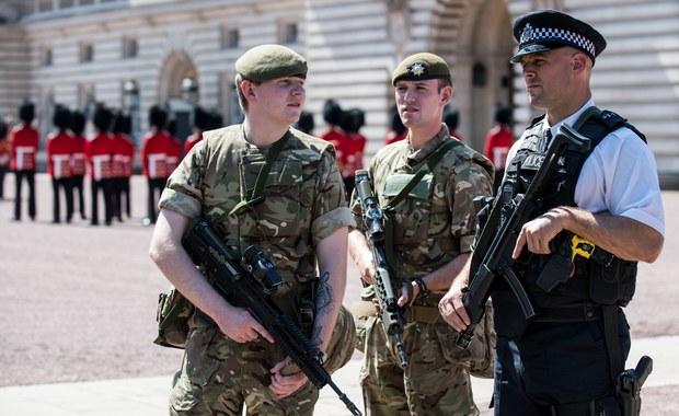 """Wielka Brytania: Zmniejszono poziom zagrożenia do """"poważnego"""""""
