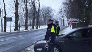 Wielka cysterna z chemikaliami stwarzała niebezpieczeństwo na drodze