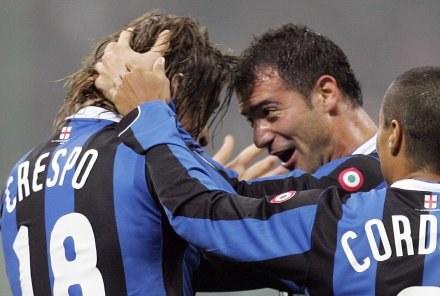 Wielka radość dwóch strzelców goli dla Interu - Hernana Crespo i Dejana Stankovicia /AFP