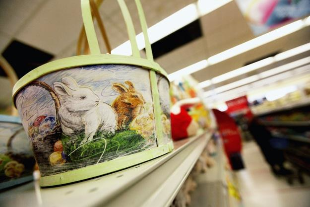 Wielkanocne produkty nie cieszą się takim wzięciem jak te bożonarodzeniowe /AFP