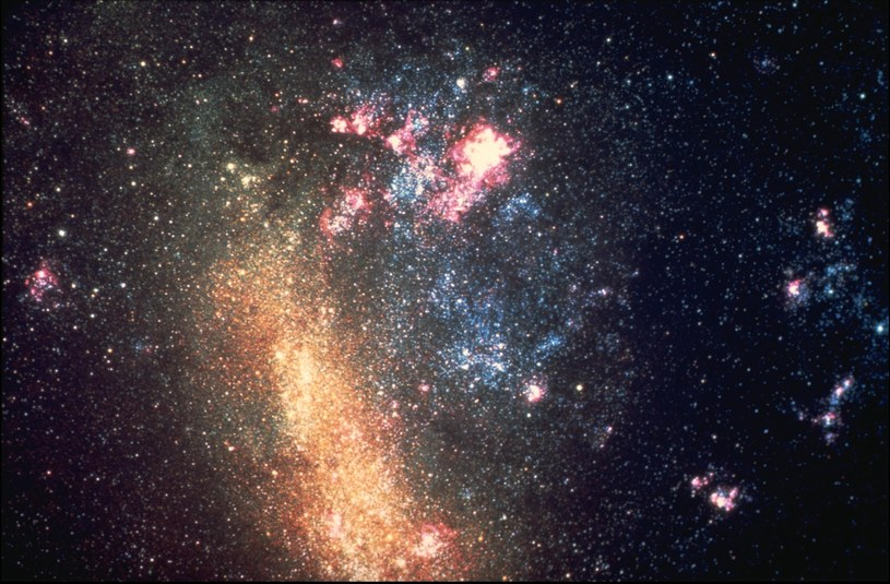 Wielki i Mały Obłok Magellana są oddalone od Ziemi zaledwie o 75 tys. lat świetlnych /NASA