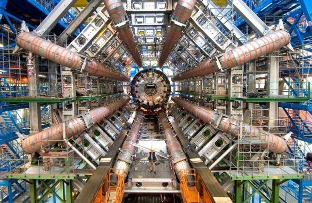Wielki Zderzacz Hadronów to kompletny wehikuł czasu /AFP