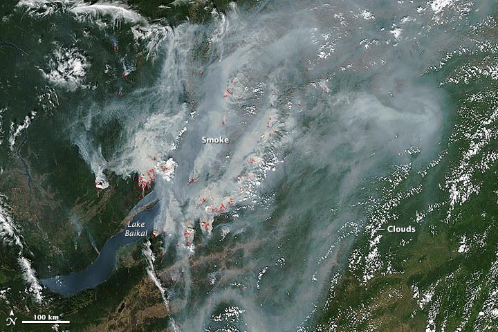 Wielkie pożary przy brzegach jeziora Bajkał /NASA