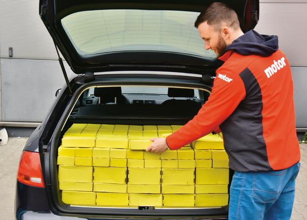 Wielkość bagażnika zmierzyliśmy zgodnie z normą VDA (za pomocą pudełek 20x10x5 cm) – rzeczywista pojemność wynosi 421 litrów. /Motor