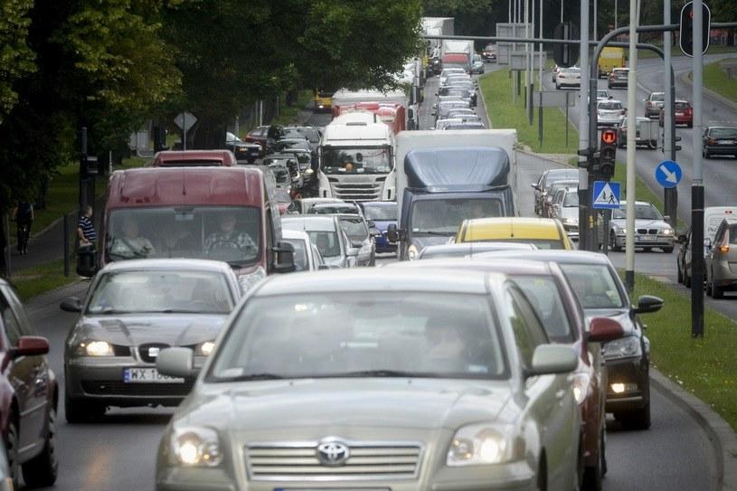 Wielu kierowców jeździ bez OC zupełnie nieświadomie /Piotr Kamionka /Reporter