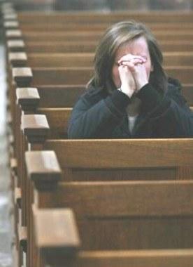 Wierni liczą, że ich modlitwy dodają sił papieżowi /AFP