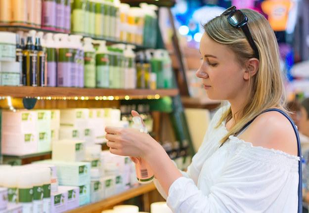 Wiesz, które kosmetyki są dobre dla twojego zdrowia? /123/RF PICSEL