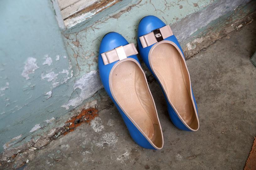 Wietrzmy obuwie. Można je wystawiać na noc np. na balkon. /123RF/PICSEL