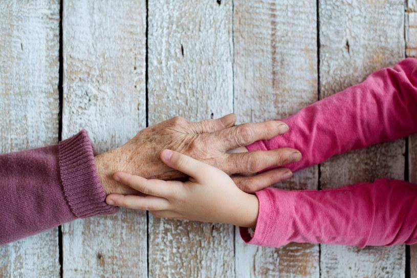 Więź dziadków z wnukami jest jedyna w swoim rodzaju /123RF/PICSEL