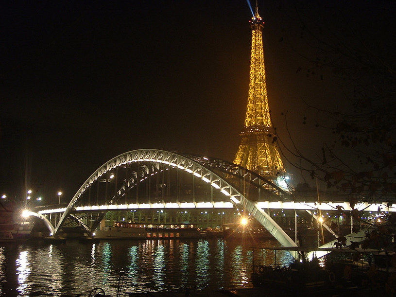 Wieża Eiffla to najważniejszy punkt na mapie Paryża.  /© Bauer