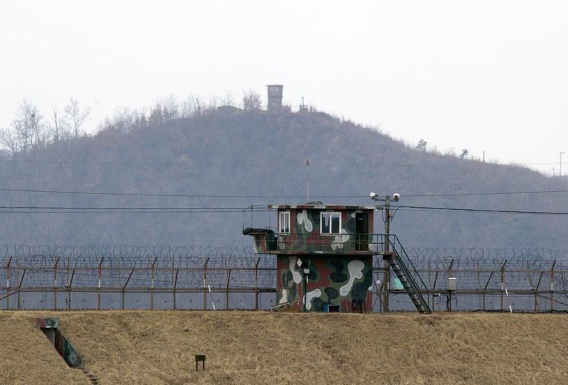 Wieża strażnicza na granicy między Koreami /AFP