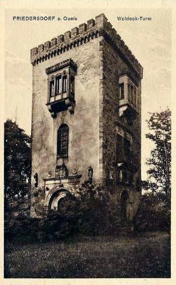 Wieża Woldecka wzniesiona nieopodal pałacu /Odkrywca
