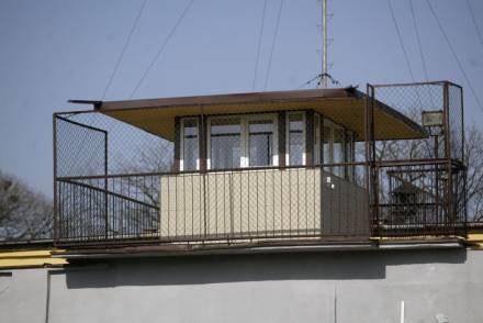 Wieżyczka, z której strzelał strażnik/ fot. M. Szalast /Agencja SE/East News