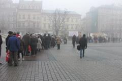 Wigilia dla bezdomnych i potrzebujących na Rynku Głównym w Krakowie