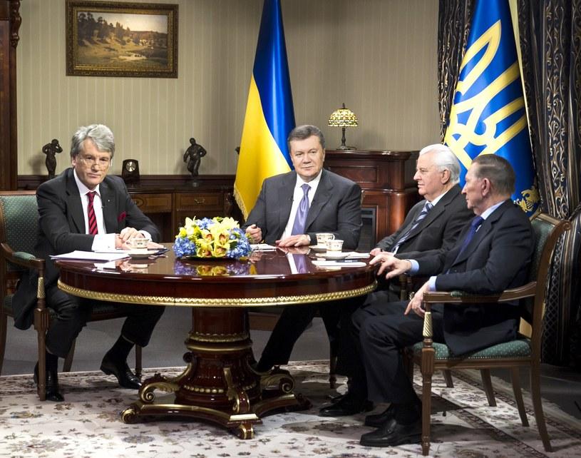 Wiktor Janukowycz na spotkaniu ze swymi trzema poprzednikami: Leonidem Krawczukiem, Leonidem Kuczmą i Wiktorem Juszczenką. /AFP