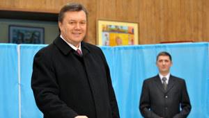 Wiktor Janukowycz oddaje swój głos w wyborach /AFP