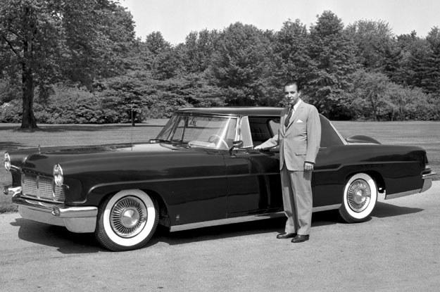 William Clay Ford  prezentuje  Continentala  Mark II. Rok 1956 /