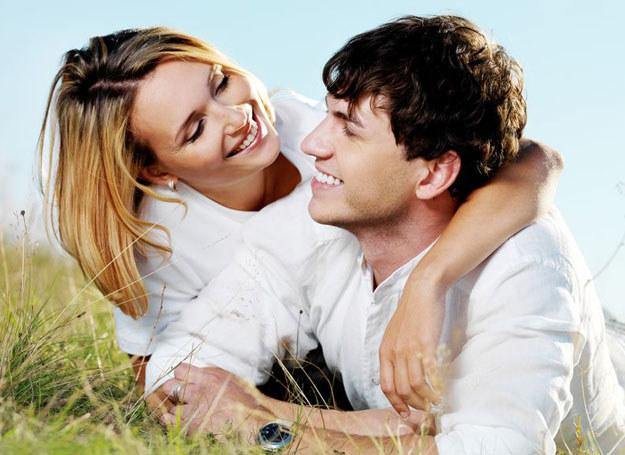 Wiosną, jedni pragną nowej, niezwykłej miłości, inni znowu powodzenia w sferze spraw zawodowych /©123RF/PICSEL