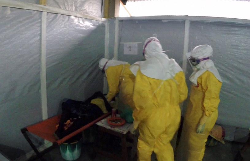 Wirus Ebola wciąż się rozprzestrzenia /AFP