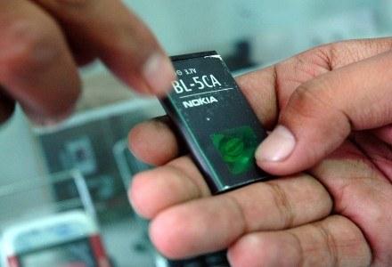 Wirusy mają pomóc w konstrukcji lepszych baterii /AFP
