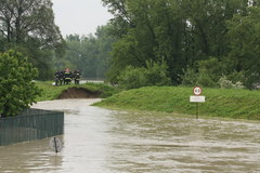 Wisła przerwała wał przeciwpowodziowy w Krakowie