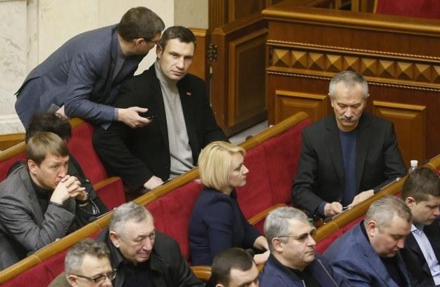 Witalij Kliczko podczas nadzwyczajnej sesji parlamentu /PAP/EPA