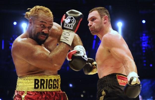 Witalij Kliczko podczas walki z Shannonem Briggsem /AFP