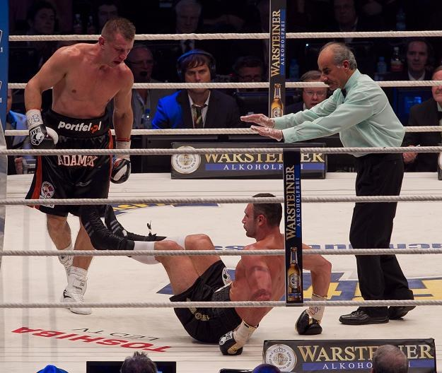 Witalij Kliczko raz upadł na ring, ale nie było to spowodowane ciosem Tomasza Adamka. /PAP
