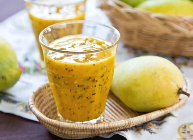 Witaminowy koktajl z mango /123RF/PICSEL