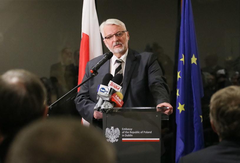 Witold Waszczykowski podczas spotkania z przedstawicielami środowisk polonijnych w ambasadzie RP w Dublinie /Paweł Supernak /PAP