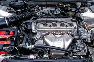 Wizytówką Hondy jest system VTEC: dzięki niemu silnik zyskuje dodatkową moc w górnym zakresie obrotów /Motor