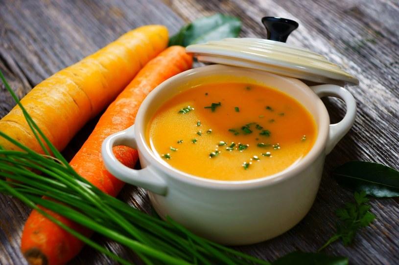 Włącz do menu zupę-krem z marchewki /©123RF/PICSEL