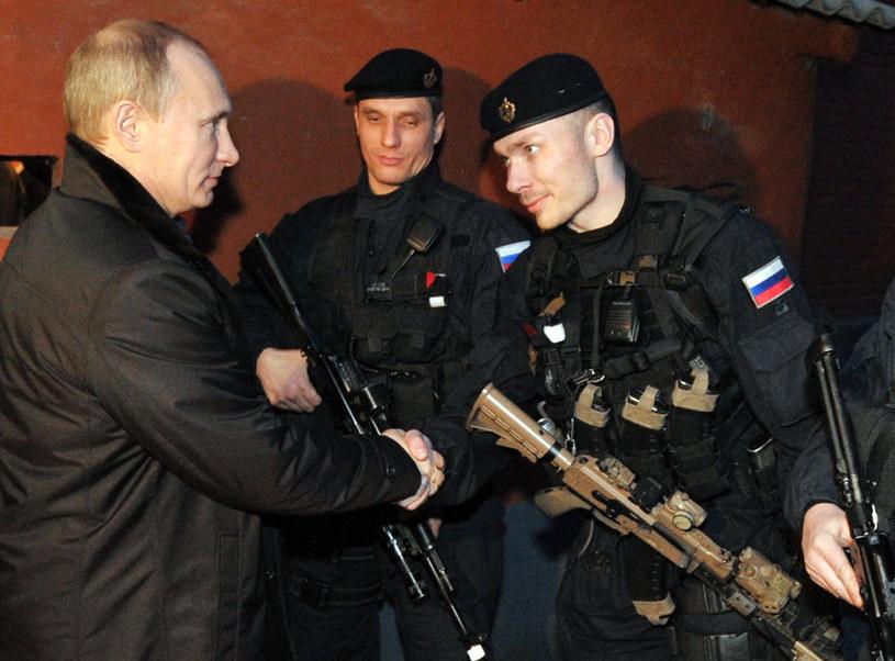 Władimir Putin i funkcjonariusze FSB /AFP