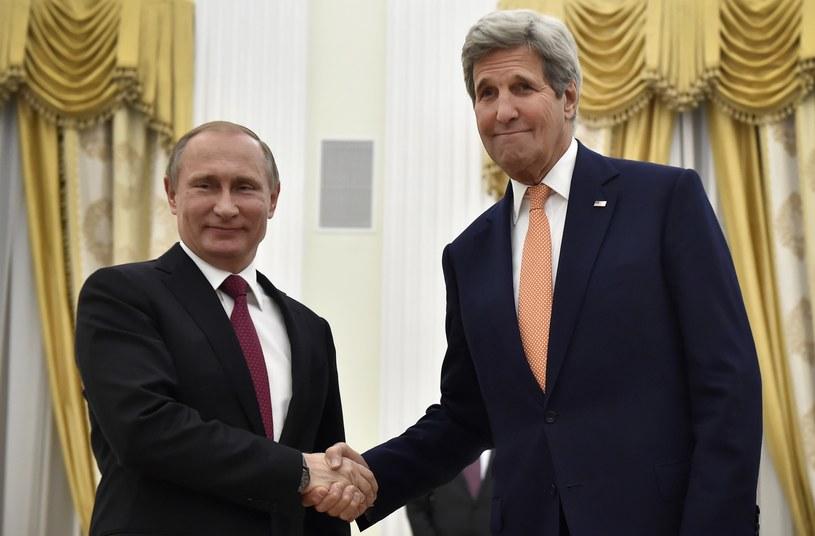Władimir Putin i John Kerry /AFP