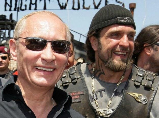 Władimir Putin i lider Nocnych Wilków Aleksander Załdostanow /AFP