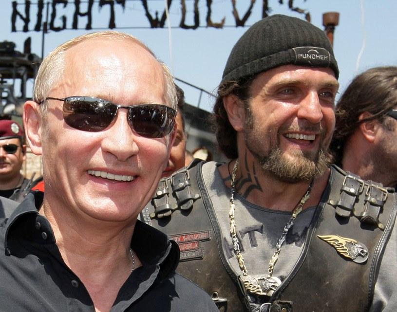 """Władimir Putin i lider """"Nocnych Wilków"""" Aleksander Załdostanow /AFP"""