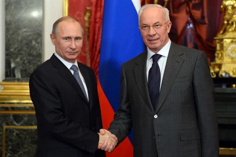 Władimir Putin i Mykoła Azarow /AFP