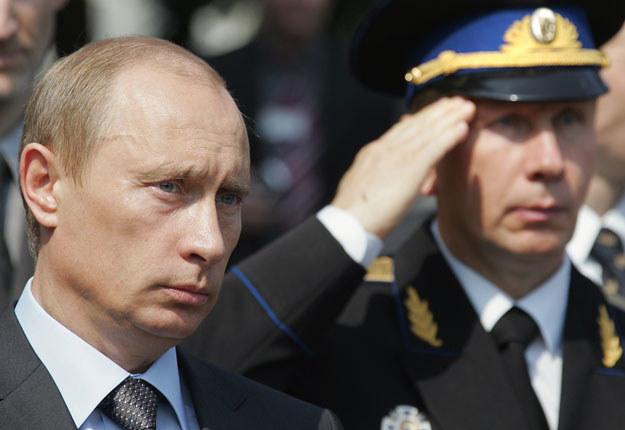 Władimir Putin i salutujący Wiktor Zołotow fot. Alexander Nemenov /AFP