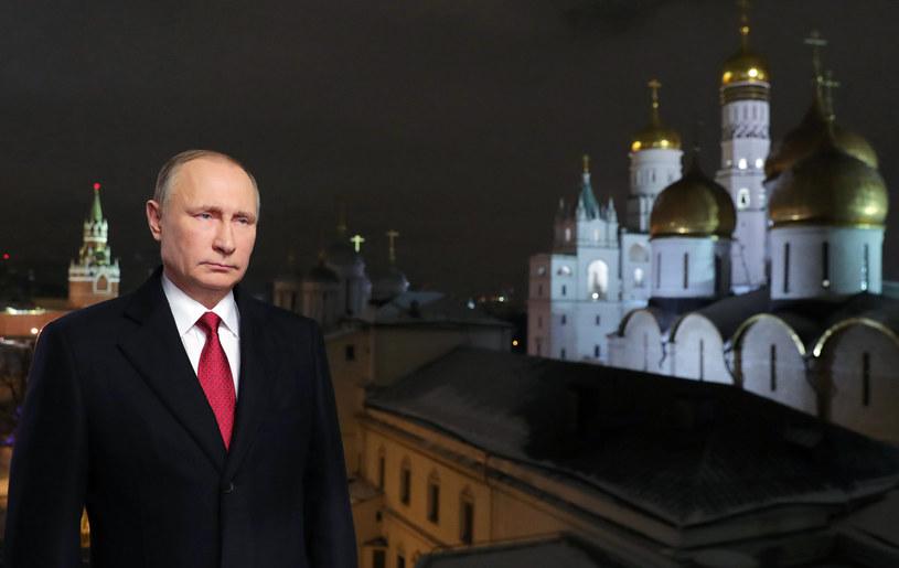 Władimir Putin, mimo zalecenia rosyjskiego MSZ, postanowił nie wydalać z kraju amerykańskich dyplomatów w ramach retorsji /Mikhail KLIMENTIEV / Sputnik /AFP