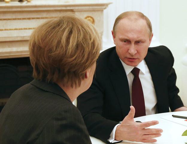 Władimir Putin podczas rozmowy z Angelą Merkel fot. Maxim Zmeyev /AFP