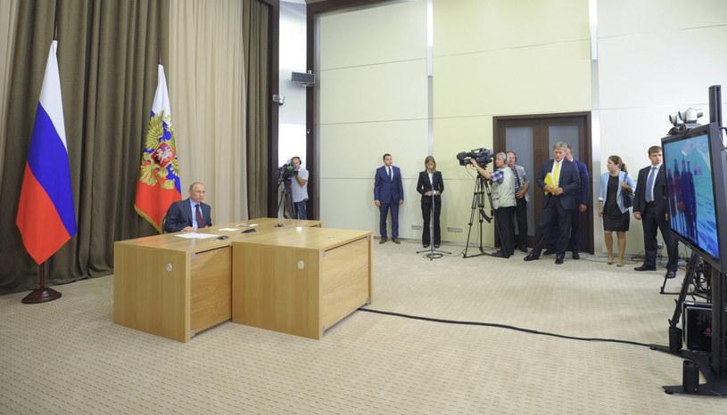 Władimir Putin (z lewej) przed konferencją prasową w rezydencji nieopodal Soczi /RIA Novosti /PAP