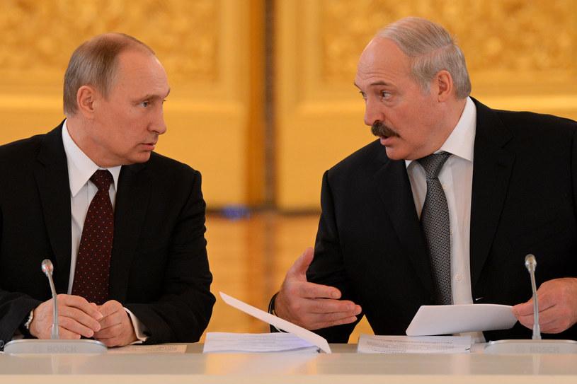 Władimir Putin (z lewej) z Alaksandrem Łukaszenką (z prawej) /Kirill Kudryavtsev /AFP