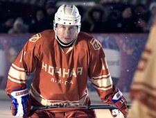Władimir Putin zamienił garnitur na łyżwy i strój hokejowy