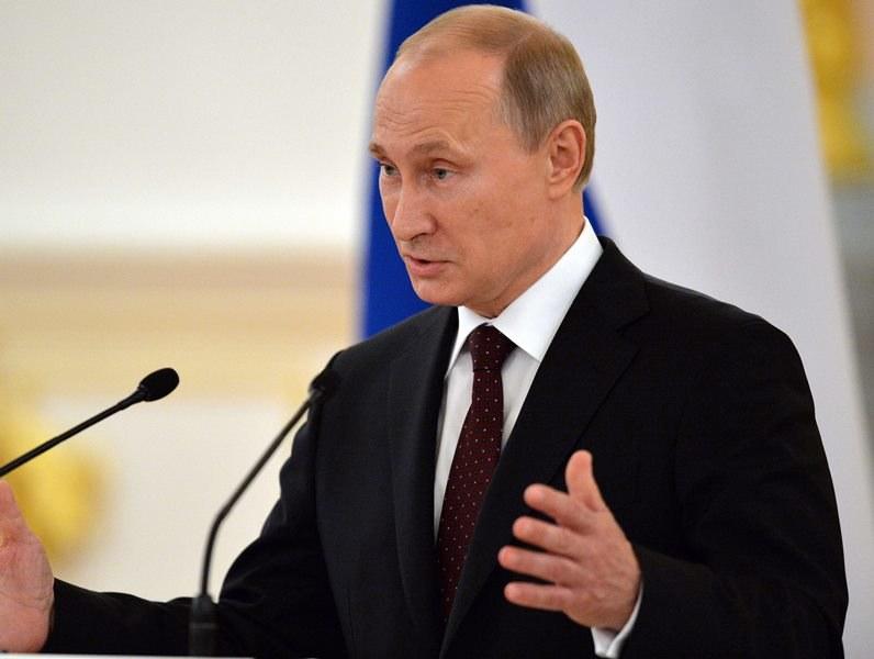 Władimir Putin /YURI KADOBNOV - POOL    /PAP/EPA