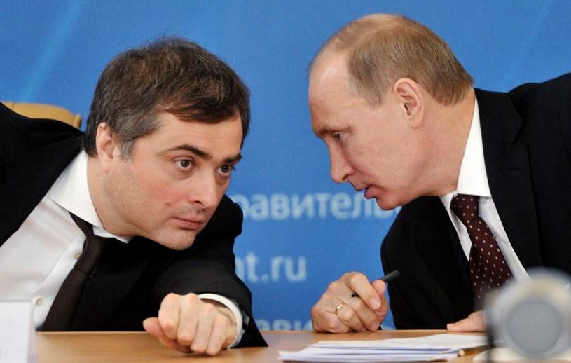 Władisław Surkow (w rozmowie z Władimirem Putinem) na Kremlu będzie nadal zajmował się Ukrainą /ALEXEI NIKOLSKY / RIA-NOVOSTI /AFP