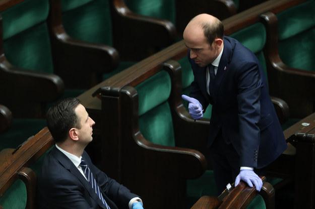 Władysław Kosiniak-Kamysz i Borys Budka na sali sejmowej /Andrzej Iwańczuk /Reporter